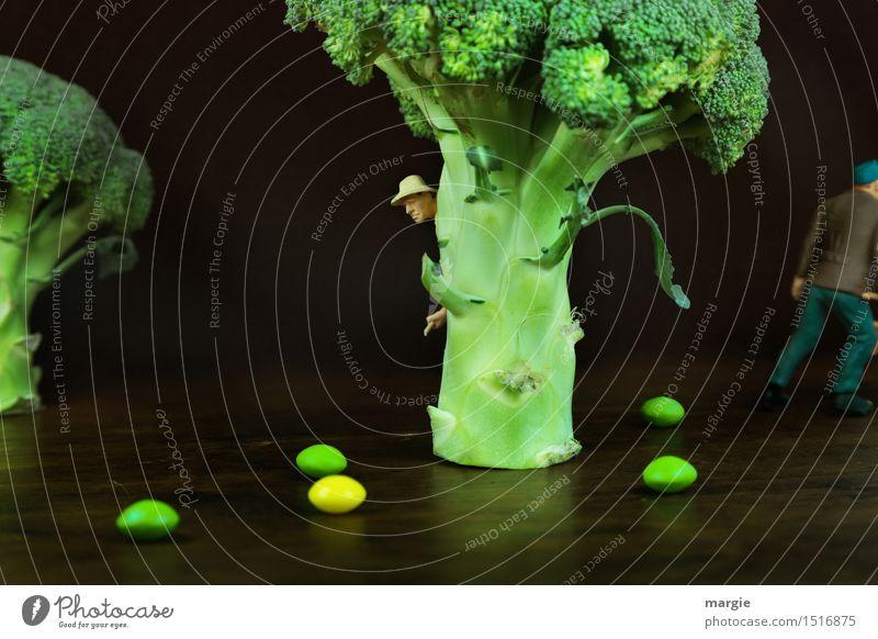 Miniwelten - Brokkoli - Wald Mensch Mann Pflanze grün Baum Gesunde Ernährung Erwachsene Holz Lebensmittel braun Arbeit & Erwerbstätigkeit maskulin