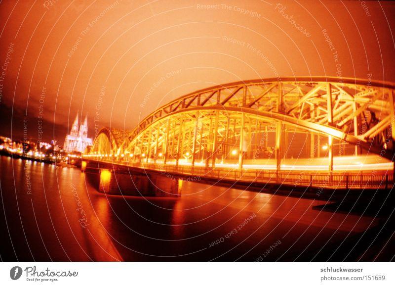 blutorangen köln Brücke Lomografie analog Köln Dom