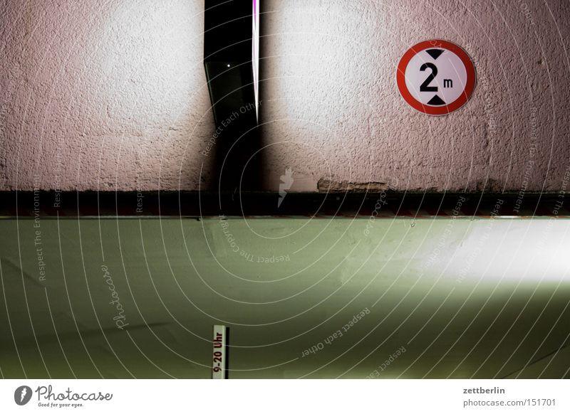 Tief tief Garage Lager Einfahrt Schilder & Markierungen Verkehrsschild Etage Netzsicherheit Decke Tiefgarage Hochgarage Schranke Höhe Industrie
