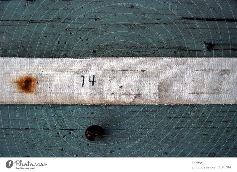 halbe-halbe Holz Holzbrett Klebeband 14 Rost Wand quer Länge Detailaufnahme Möbel Kommunizieren Klebestreifen Textilklebeband Brandloch fifty-fifty