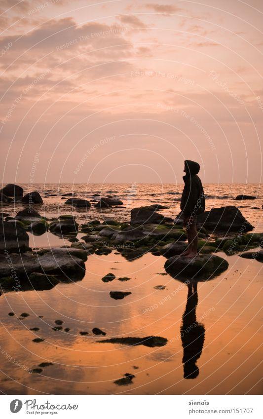 Spiegelbild Rügen Meer Wasser Ostsee Silhouette Mensch Sonnenuntergang Dämmerung Stein Reflexion & Spiegelung Romantik Himmel Abend Fernweh