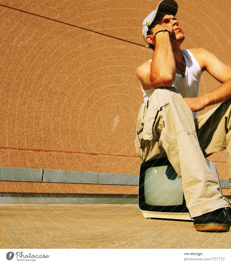 schon GEZahlt? Mensch Jugendliche Mann Sommer Einsamkeit Junger Mann 18-30 Jahre Erwachsene Leben Traurigkeit orange Freizeit & Hobby warten Kommunizieren