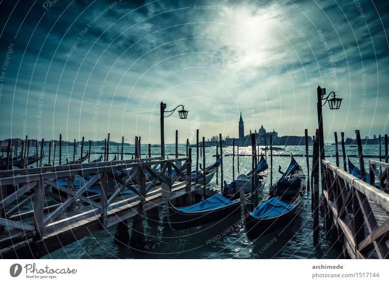 Venedig Ferien & Urlaub & Reisen Tourismus Meer Himmel Wolken Stadt Kirche Verkehr Wasserfahrzeug alt Gondeln Weltkulturerbe Veneto piazza san marco Venezien