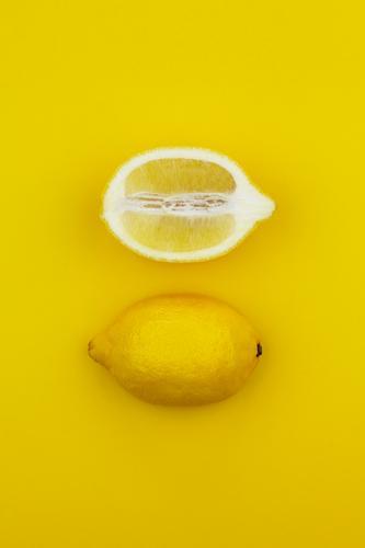 Jammy Zitronen-Hälfte auf Gelb Kunst Kunstwerk ästhetisch einzigartig Kreativität sauer lustig zitronengelb Zitronensaft Zitronenschale Zitronenscheibe