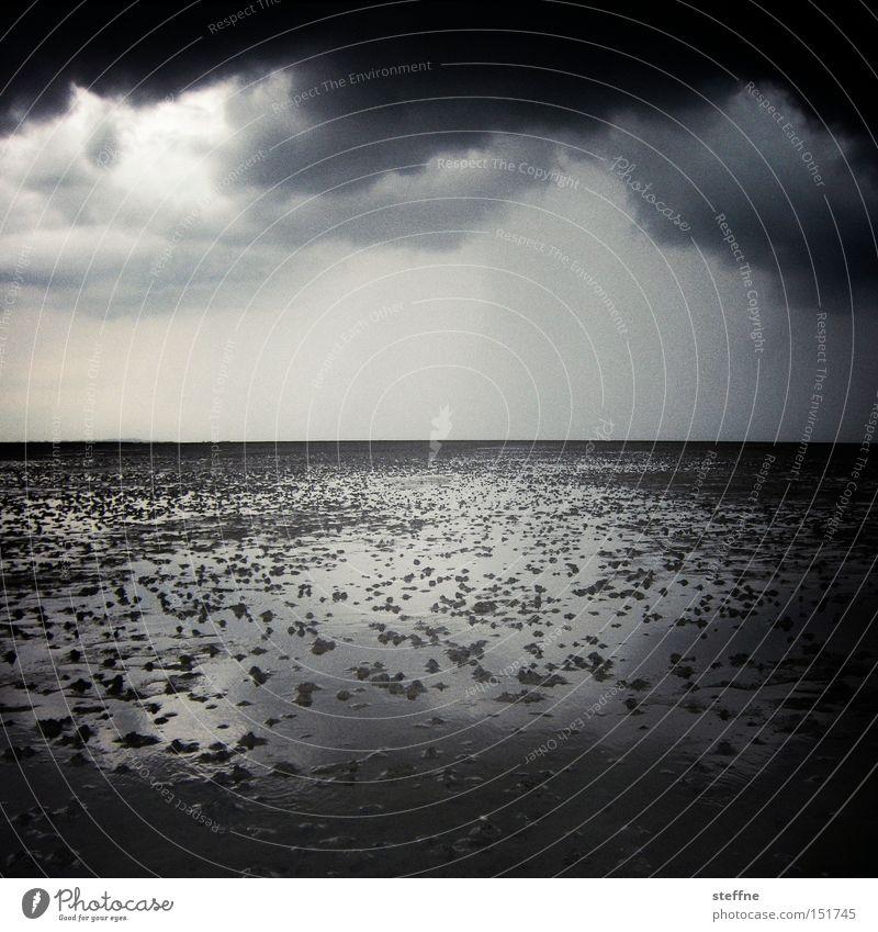 watt ... Wattenmeer Nordsee Gewitter bedrohlich Wolken dramatisch Wattwürmer Ebbe Gezeiten Sturm Schwarzweißfoto Meer