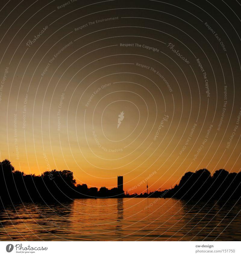 EIN SPREEBLICK AM LA CHAMANDU I Berlin Spree Berliner Fernsehturm Wasser Sonnenuntergang Idylle Reflexion & Spiegelung Hauptstadt Fluss Silhouette Sommer Stadt