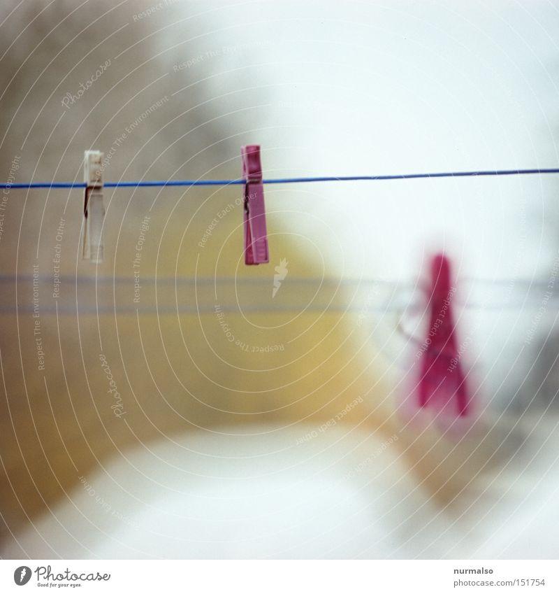 Muttis erster Gedanke Klammer Wäsche Seil Morgen Arbeit & Erwerbstätigkeit rosa Farbe Unterwäsche Sauberkeit Waschmaschine Haushalt hängen trocken Bügeleisen