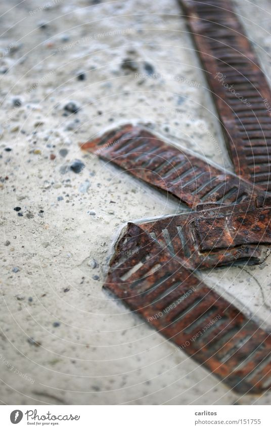 mal 'n echtes Schrottfoto Industrie Sicherheit Müll Vergänglichkeit Verbindung obskur Rost Zusammenhalt Zerstörung Recycling Wertstoff