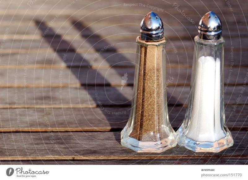 Zweisamkeit II. Kochsalz Pfeffer Salzstreuer Pfefferstreuer Detailaufnahme Kräuter & Gewürze Restaurant Ernährung Schatten Gastronomie obskur Streuer
