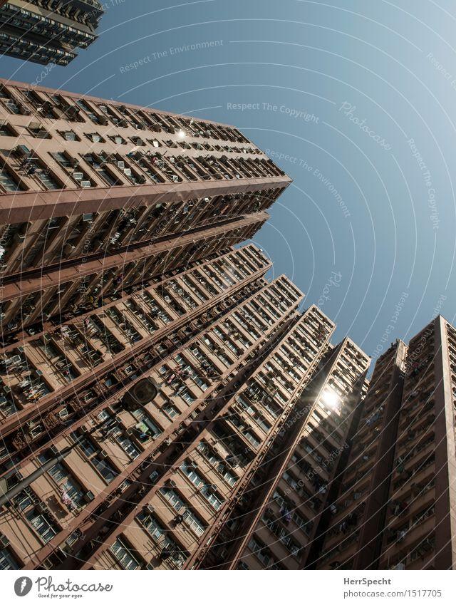 Wohn(t)raum Hongkong China Hochhaus Gebäude Architektur Fassade Balkon Fenster eckig gigantisch groß hoch trist Stadt Wohnhochhaus Plattenbau Betonklotz
