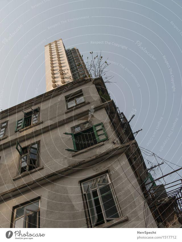 Dachaufbau Hongkong Stadtzentrum Altstadt Haus Hochhaus Ruine Bauwerk Gebäude Architektur Mauer Wand Fassade Balkon Fenster alt außergewöhnlich dunkel eckig