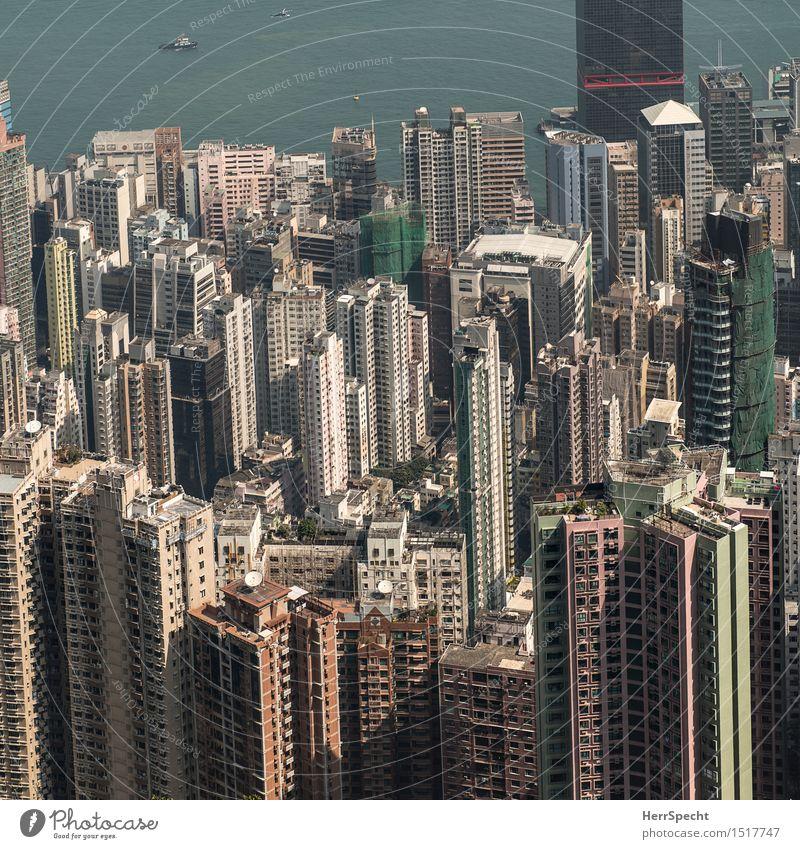 Wird langsam eng Hongkong Hafenstadt Stadtzentrum Skyline Haus Hochhaus Bauwerk Gebäude Architektur Balkon Fenster gigantisch groß hoch Wohnhochhaus