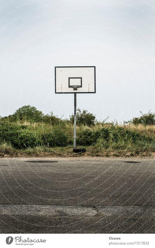 Amrum / Basketball Lifestyle Leben Spielen Ferien & Urlaub & Reisen Tourismus Sport Fitness Sport-Training Ballsport Basketballkorb Menschenleer Asphalt Stadt