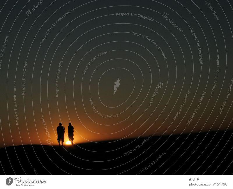 Sonnenkinder II Mann Wasser Himmel Sonne Meer blau Strand schwarz Einsamkeit dunkel 2 Sonnenuntergang Südafrika Schattenspiel Kapstadt
