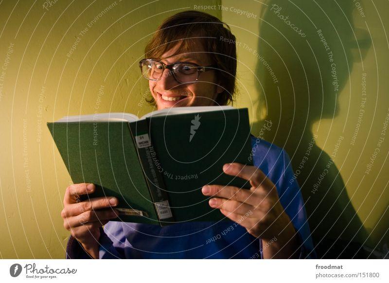700 - take on me Jugendliche lachen Buch Studium lernen lesen Brille Student Wissenschaften Medien Konzentration Lehrer grinsen Freak klug gelehrt