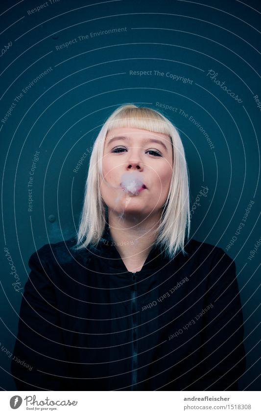 Pustekuchen. Mensch Jugendliche Junge Frau Wolken Freude 18-30 Jahre Erwachsene Leben feminin Party wild blond Stoff Student stark Rauch