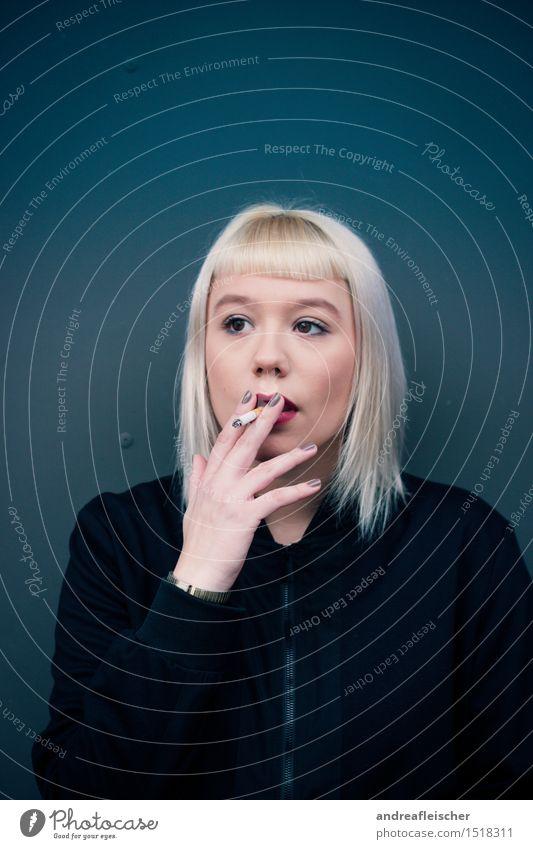 Smoking kills Mensch Jugendliche Junge Frau rot 18-30 Jahre Erwachsene feminin Kraft gold blond ästhetisch beobachten Coolness Stoff Rauchen Lippen