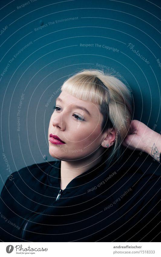 Rückblick voraus Mensch Jugendliche blau schön Junge Frau Hand ruhig 18-30 Jahre Erwachsene feminin Zufriedenheit nachdenklich elegant Kraft blond Hoffnung