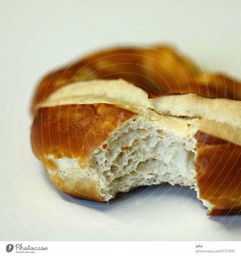 Brez'n weiß Lebensmittel Ernährung Frühstück lecker Brötchen Mahlzeit Backwaren Teigwaren beißen Vesper Snack salzig Brezel Mittagspause