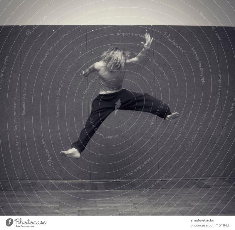 youngblood Jugendliche springen Kraft Energiewirtschaft Kraft Aktion Dynamik Kampfsport hüpfen Capoeira