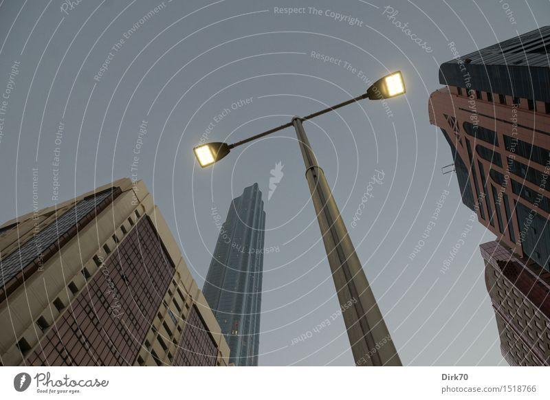 Arabian Nights Ferien & Urlaub & Reisen Stadt Einsamkeit Haus Ferne kalt Business Fassade leuchten Hochhaus ästhetisch Perspektive hoch groß Schönes Wetter
