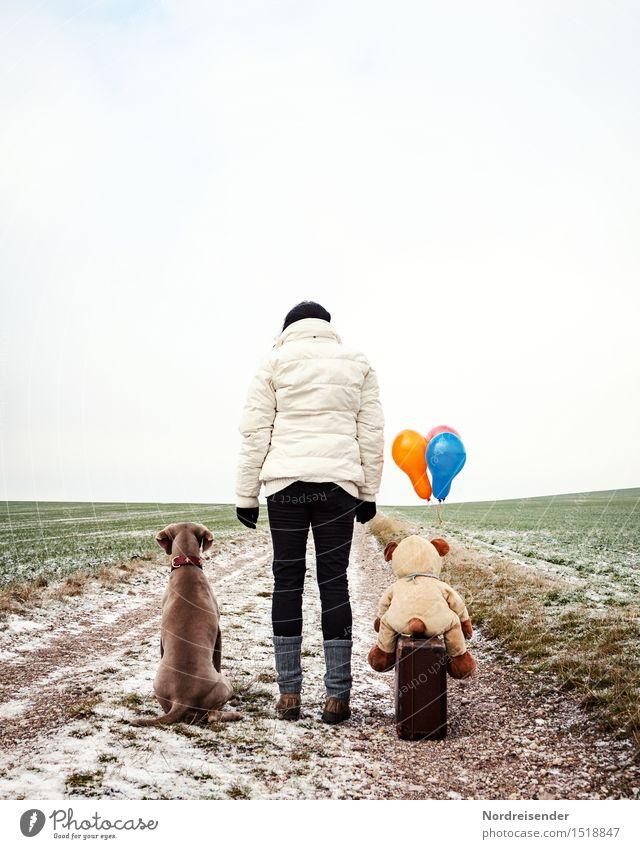 Aufbruch.... Team Mensch feminin Frau Erwachsene Leben Winter schlechtes Wetter Feld Straße Tier Hund Teddybär Stofftiere Luftballon warten einzigartig kalt