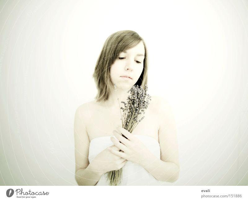 On a besoin de fleurs Frau weiß Blume hell Porträt Lavendel Fliederbusch Heilpflanzen