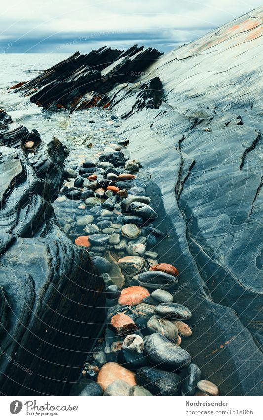 Barentssee Landschaft schlechtes Wetter Regen Felsen Küste Meer Stein dunkel kalt maritim blau Reinheit demütig Einsamkeit bizarr Kraft Sinnesorgane Stimmung
