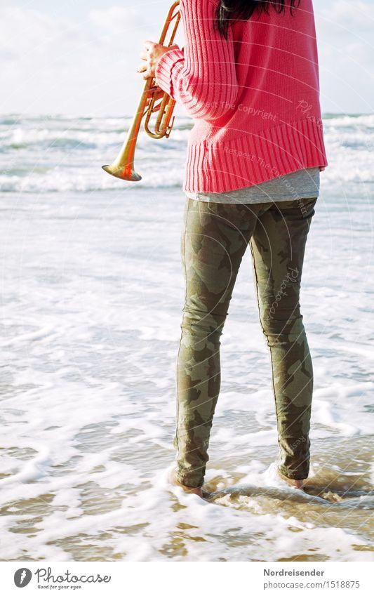 Am Meer Mensch Frau Sommer Wasser Freude Strand Erwachsene Leben feminin Stil Spielen Mode Freizeit & Hobby Wellen Musik