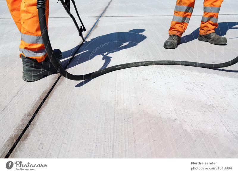 Models Mensch Straße Beine grau Fuß Arbeit & Erwerbstätigkeit orange Schuhe Technik & Technologie Beton Baustelle Team Beruf Werkzeug Arbeitsplatz anstrengen