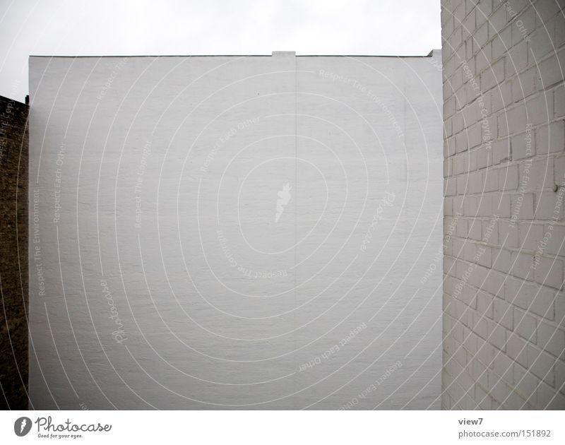 gegenüber. Wand Mauer trist Putz Poster Hintergrundbild weiß Backstein Detailaufnahme Langeweile Bauernhof Detail Architektur Farbe