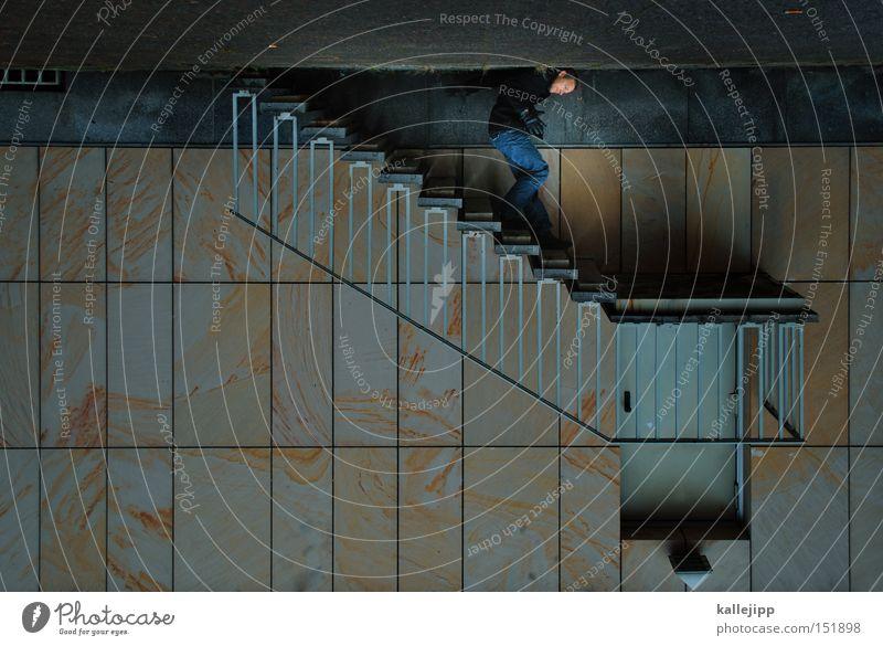 kehrseite der medallie Treppe Mann aufsteigen Erfolg Misserfolg Eingang Treppenabsatz Mauer Wand Mensch Architektur Abstieg drehen optische täuschung