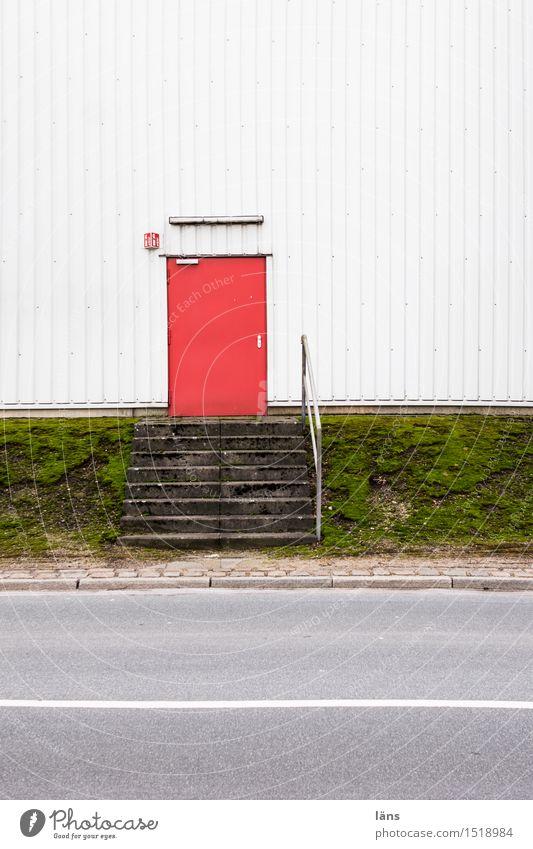 HH16.1 | Tür Fabrik Wirtschaft Güterverkehr & Logistik Haus Industrieanlage Bauwerk Gebäude Fassade Straße einfach Treppe Eingang Ausgang Außenaufnahme