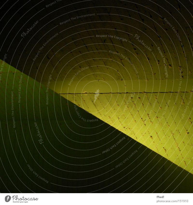 Licht vs Dunkel grün gelb Farbe dunkel Beton verrückt Brücke einfach diagonal Geometrie