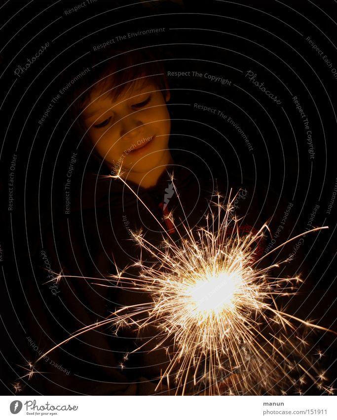 Freudenfunken Mensch Kind Weihnachten & Advent Jugendliche Gesicht Kopf Glück Party Feste & Feiern Kindheit glänzend Geburtstag Fröhlichkeit leuchten beobachten