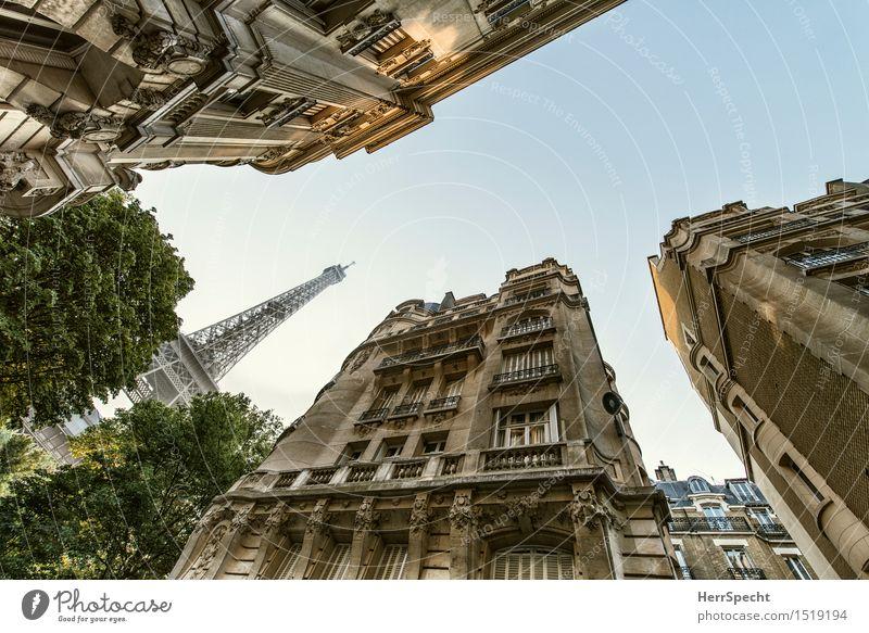 Bon matin à Paris Frankreich Hauptstadt Stadtzentrum Haus Turm Bauwerk Gebäude Architektur Fassade Balkon Sehenswürdigkeit Wahrzeichen Tour d'Eiffel Bekanntheit