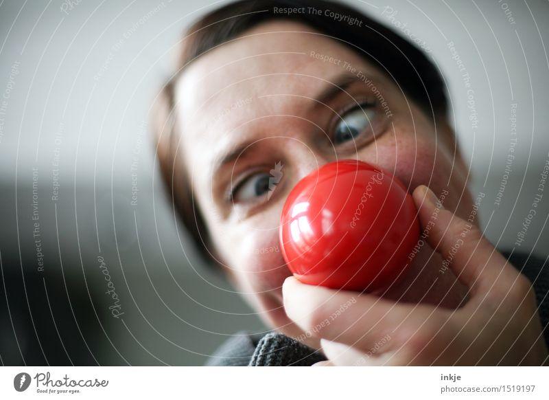 :O) Mensch Frau rot Freude Gesicht Erwachsene Leben Gefühle Lifestyle Feste & Feiern Freizeit & Hobby Fröhlichkeit verrückt Lächeln Nase rund