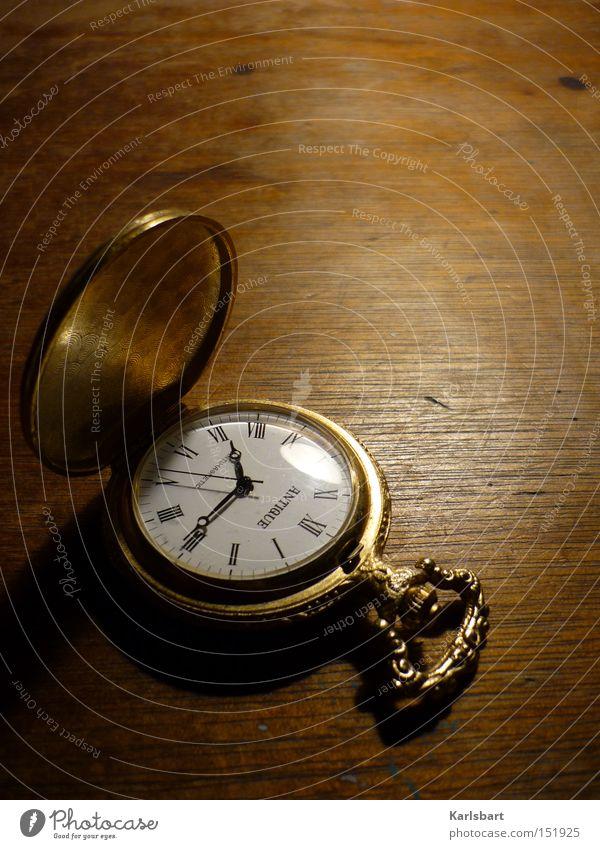 gegen. die zeit. Uhr Schreibtisch Uhrmacher Kunst Kultur Ziffern & Zahlen träumen alt braun klug Erholung Nostalgie Ordnung Vergänglichkeit Zeit antik