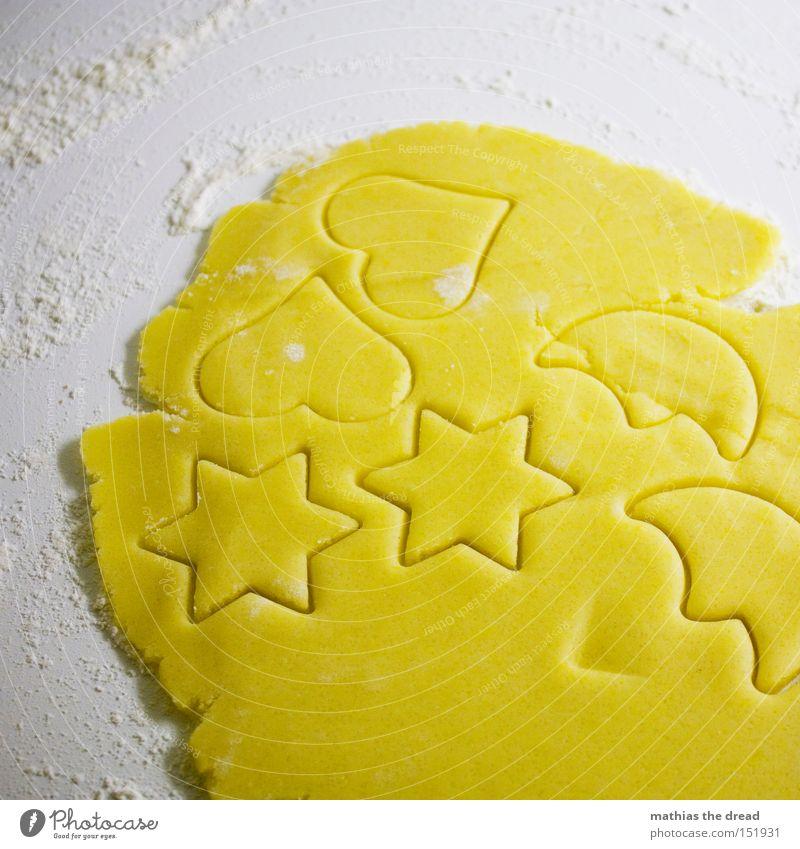 AUSSTECHEN Teigwaren Backwaren Freude Herz lecker Vorfreude Plätzchen Stern (Symbol) ausrollen Mehl Strukturen & Formen stechen gelb Weihnachten & Advent