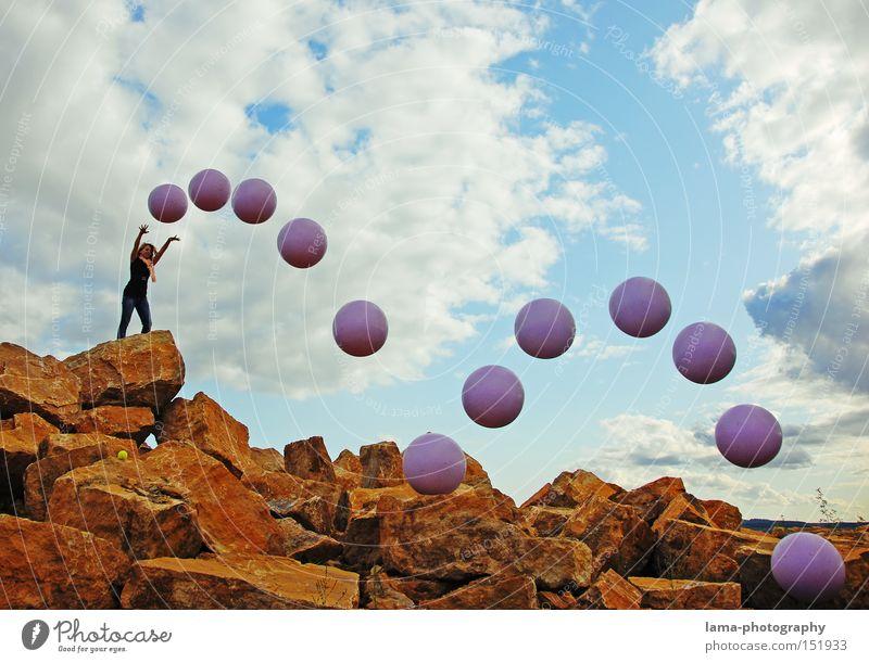 Flugstudie Frau Mathematik Spielen springen Felsen Ball Physik Kraft Kugel Wissenschaften werfen Mensch Ballsport untersuchen Schwerkraft Statistik