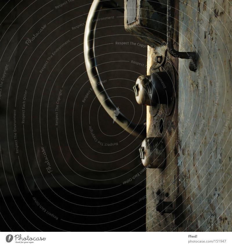 Schaltzentrale Schalter Industriefotografie industriell Maschine Metall Eisenbahn Rost Rad Lenkrad Kurbel Griff Vergänglichkeit Kippschalter ausrangiert