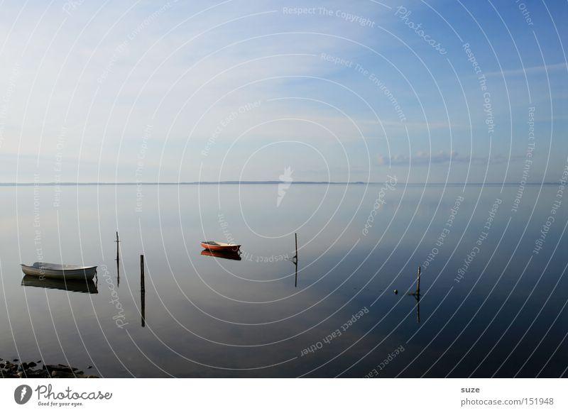Fernweh Wasserfahrzeug Meer 2 leer Einsamkeit Reflexion & Spiegelung Klarheit blau Himmel Dänemark Glätte flach rein Erholung Ferien & Urlaub & Reisen Frieden