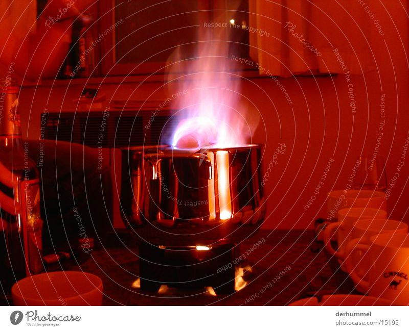 Feuerzangenbowle Bowle Nacht brennbar rot Ernährung feuerzangen Brand brennen Flamme Alkohol blau
