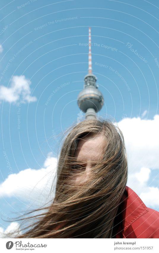 mein weihnachtsbaum Berlin Berliner Fernsehturm Wahrzeichen Denkmal Junge Frau langhaarig blond Frauenkopf Pickelhaube lustig skurril Turmspitze Antenne