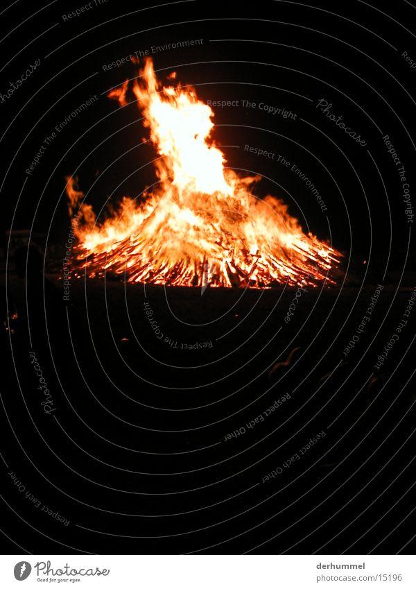 Sonnwendfeuer Nacht Feuerstelle Verkehr Brand sonnwendfeuer