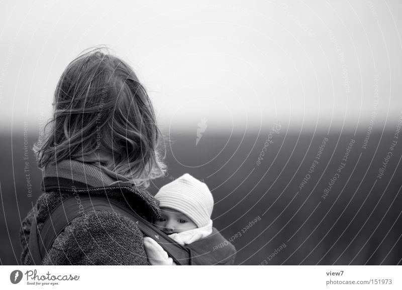 Versteck Kind Mädchen Erwachsene Gesicht Herbst Leben Haare & Frisuren Familie & Verwandtschaft Wind Baby Ordnung Eltern Sicherheit Mutter Schutz geheimnisvoll