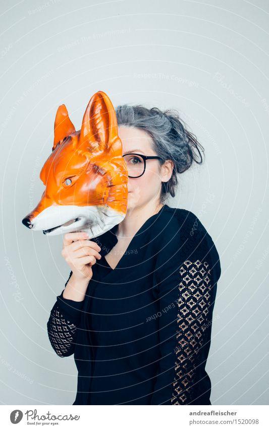 Who let the fox out? Mensch Frau Jugendliche Junge Frau Tier 18-30 Jahre Erwachsene feminin Spielen Feste & Feiern träumen beobachten Brille Weiblicher Senior geheimnisvoll festhalten