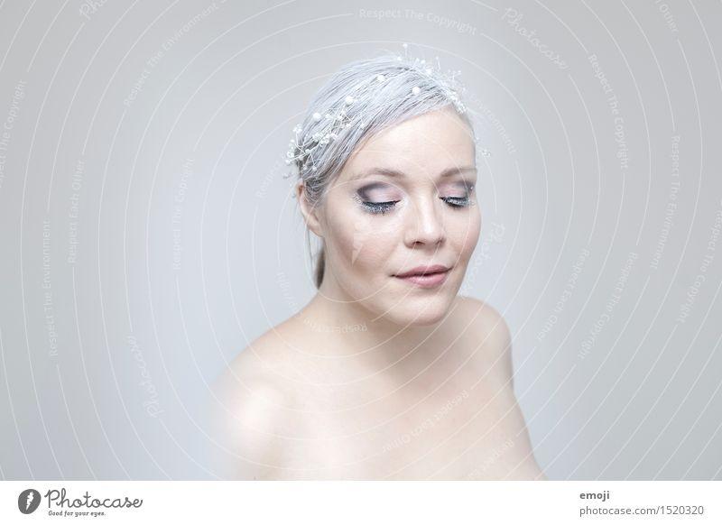 blanc feminin Frau Erwachsene Haut Kopf Gesicht 1 Mensch 18-30 Jahre Jugendliche außergewöhnlich hell einzigartig Farbfoto Gedeckte Farben Innenaufnahme