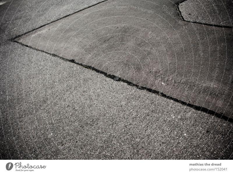 HOLZ II schwarz Straße Tod kalt grau Stein Linie Beton Verkehrswege Stillleben bewegungslos Mineralien unfreundlich