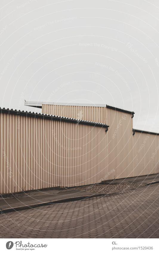 HH16.1 | grau Himmel schlechtes Wetter Industrieanlage Fabrik Gebäude Architektur Mauer Wand Verkehr Verkehrswege Straße Wege & Pfade eckig trist braun Farbfoto